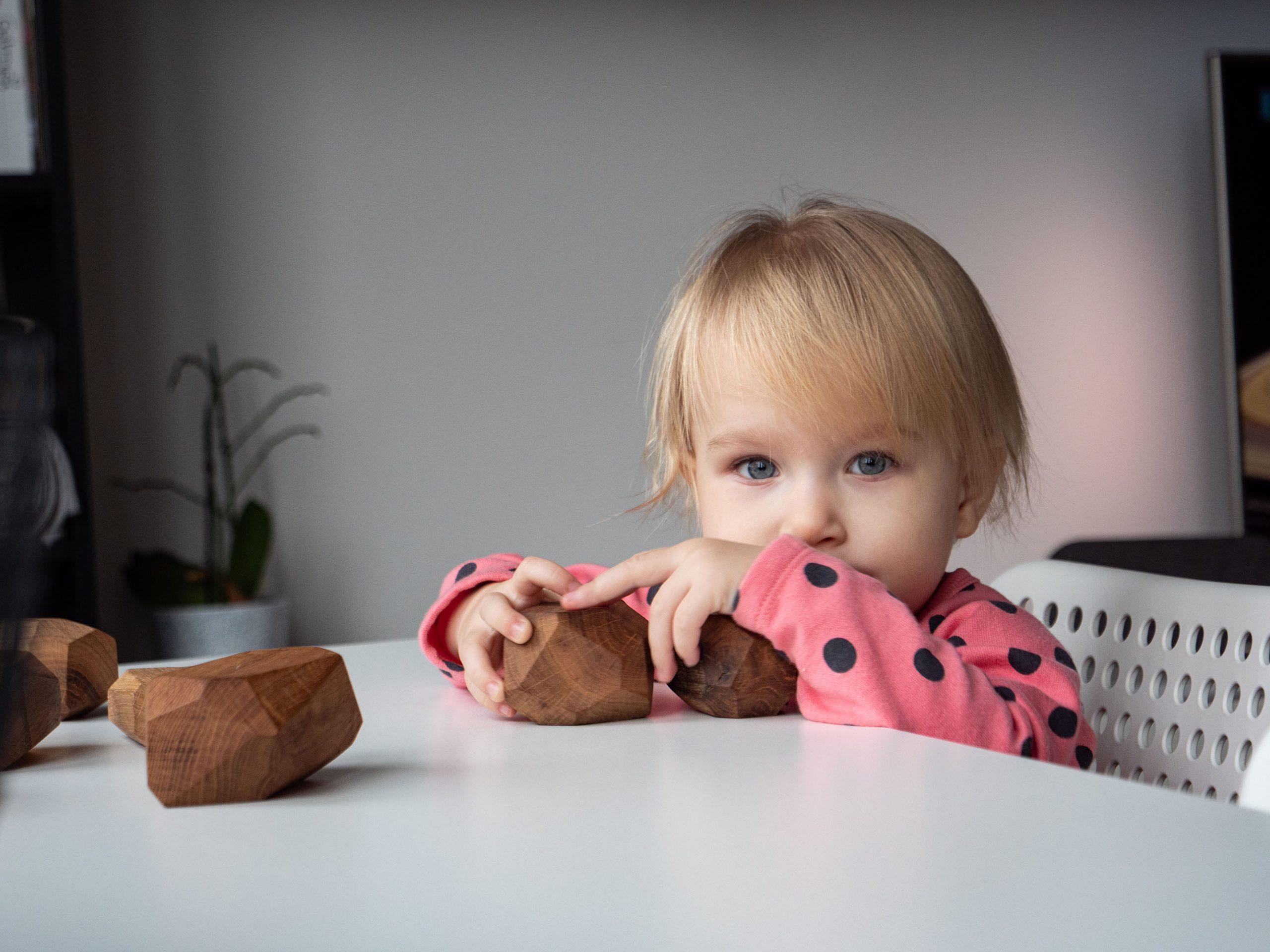 Zabawki sensoryczne dla niemowląt i małych dzieci – dlaczego warto?